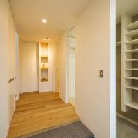 光を取り込む快適収納の家