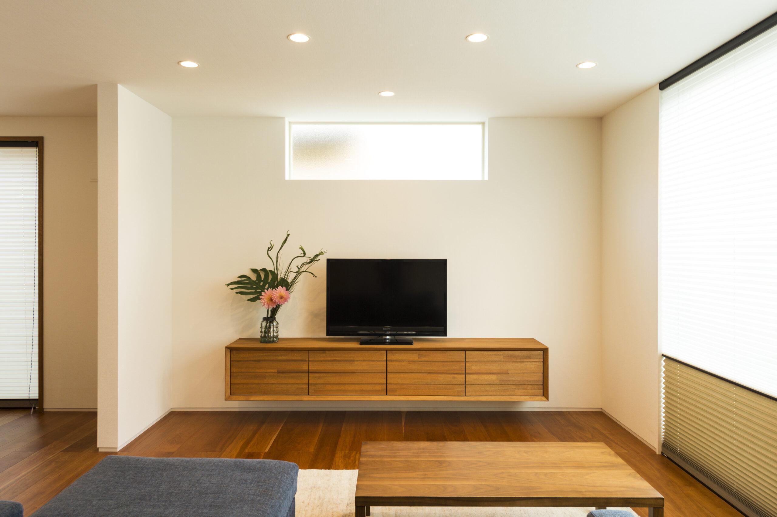 ゆとりと機能美を追求した寄棟屋根の家